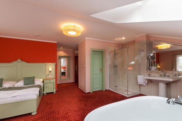 Svatebni-cerveny-pokoj1
