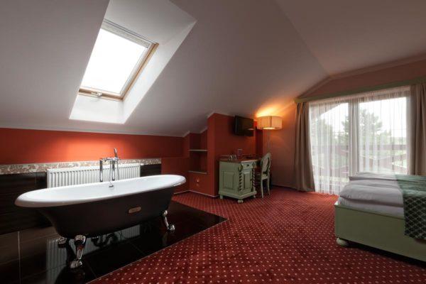 Svatebni-cerveny-pokoj-2